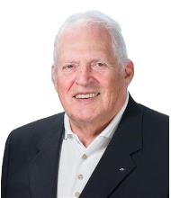 Douglas Hall, Courtier immobilier