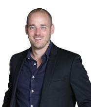 Jonathan Abrahams, Courtier immobilier