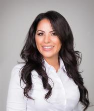Aya Khenissi, Courtier immobilier résidentiel