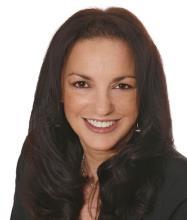 Lucie McKenzie, Courtier immobilier