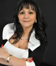 Maria Moukas, Courtier immobilier